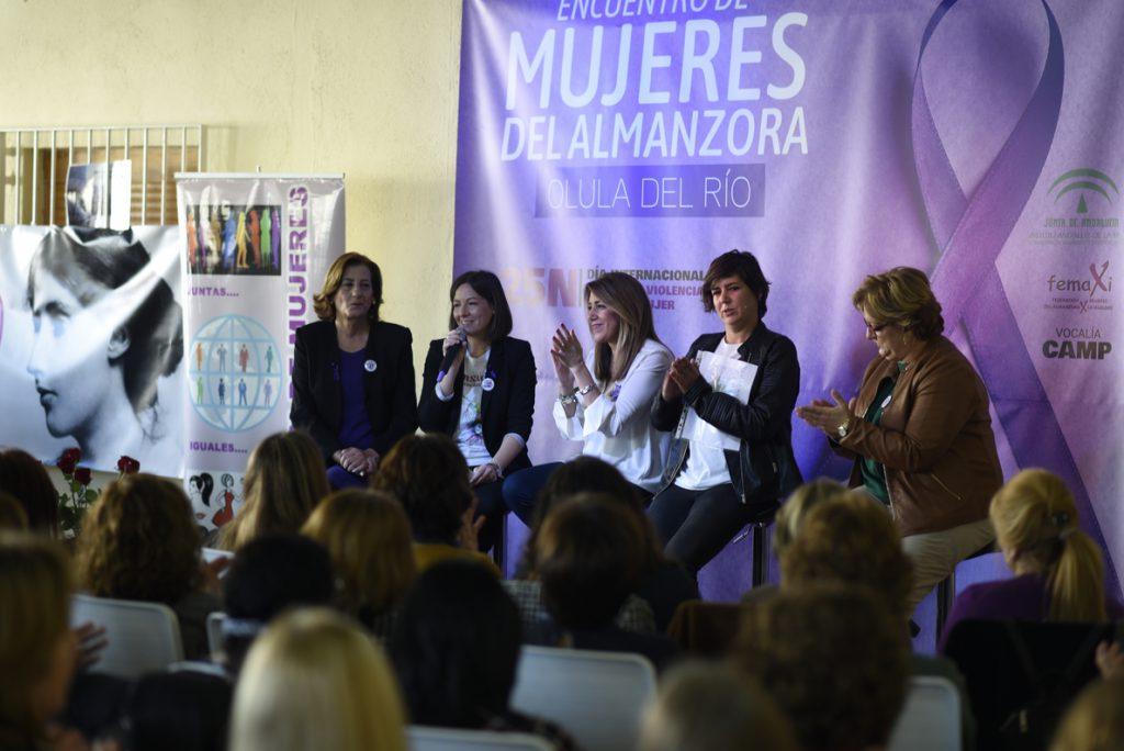 Díaz pide a las mujeres no bajar la guardia en la lucha por la igualdad frente a movimientos «machistas y xenófobos»