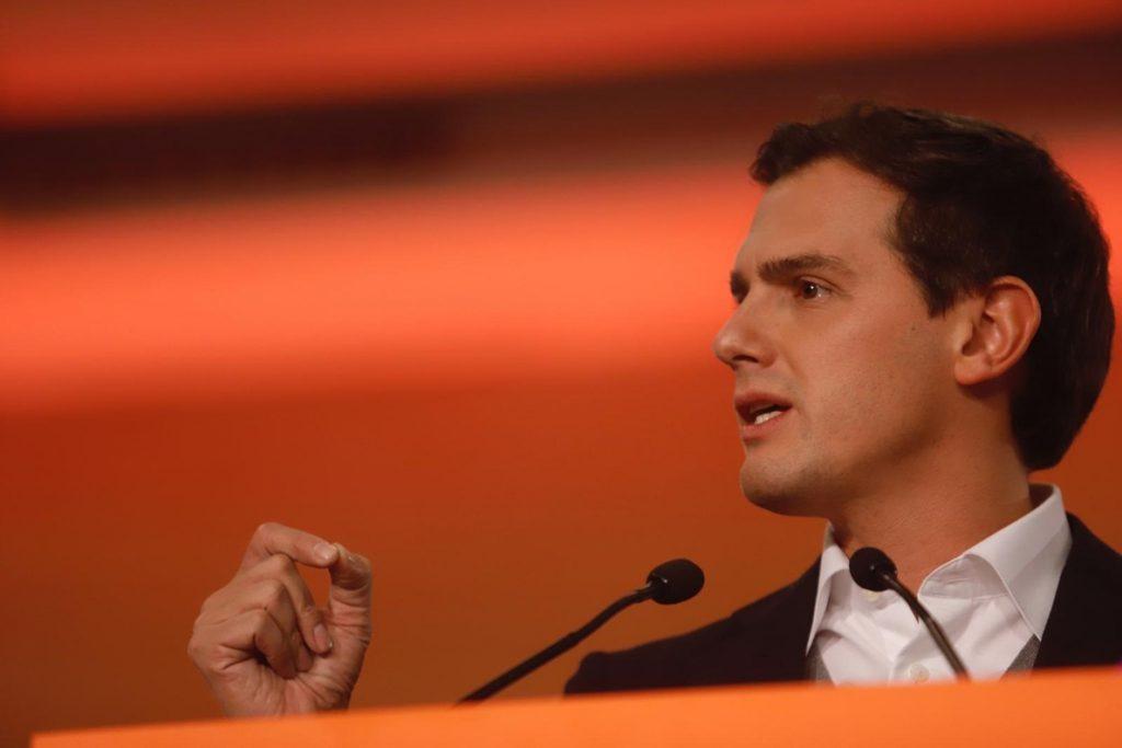 Albert Rivera dice que Sánchez «hace todo por el poder» y «solo le importa los escaños de separatistas»