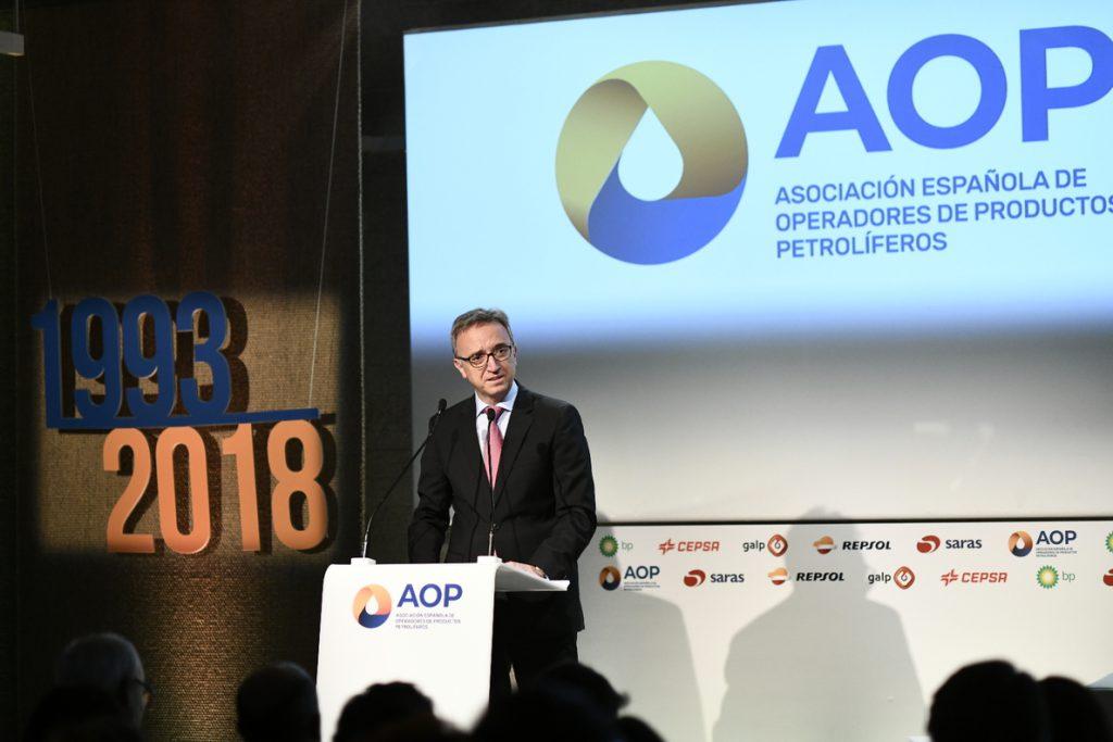 (AMP) Petroleras creen que prohibir los vehículos no eléctricos «socava la libertad y el progreso» del sector