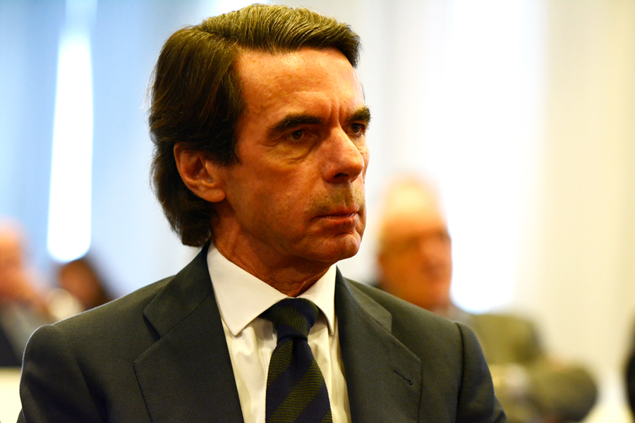 Aznar insta a defender la Constitución de los que quieren «someterla a un ajuste de cuentas» y romper la nación española