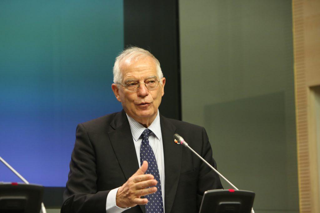 Borrell desvincula al Gobierno de la agenda del Rey emérito y tilda de «casual» su encuentro con el heredero saudí