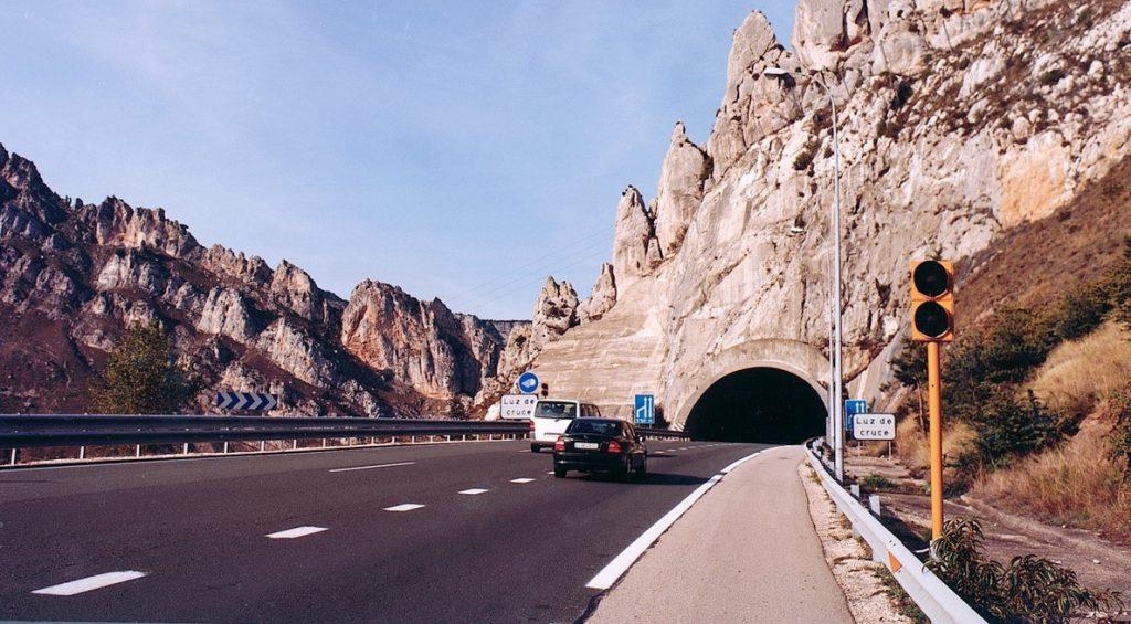 El Gobierno transfiere al País Vasco un tramo de la autopista AP-1 una vez el viernes levante el peaje