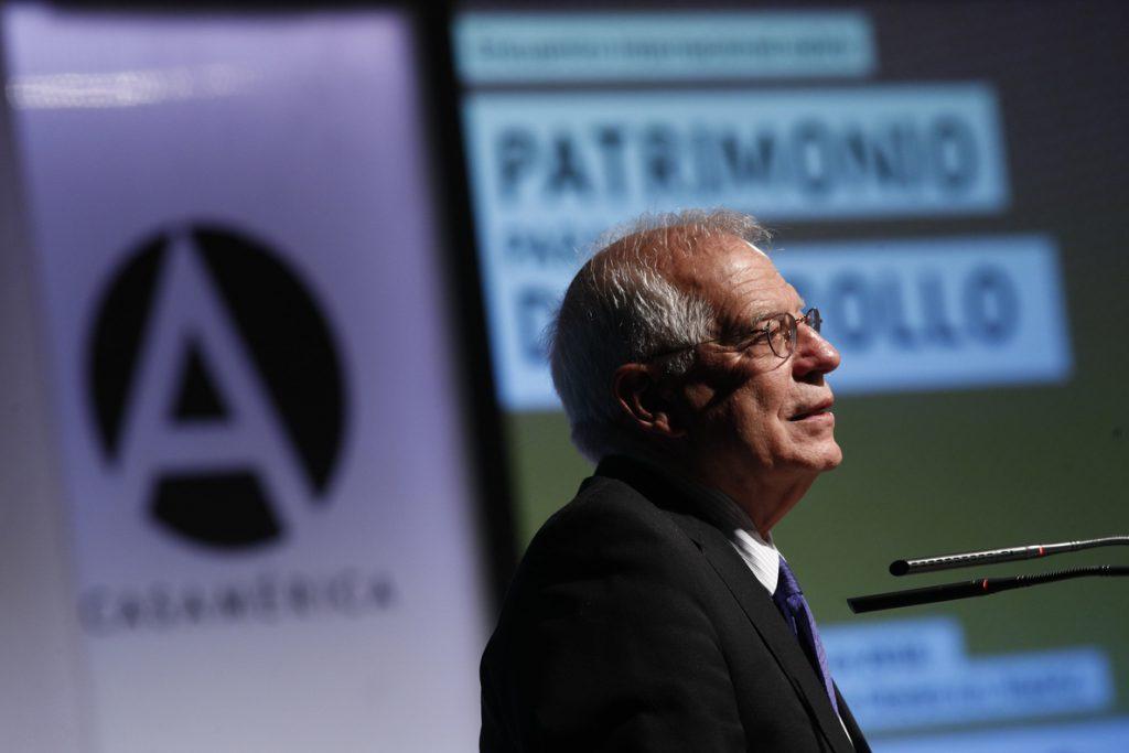 Borrell considera que la sanción por Abengoa es consecuencia lógica de no haber recurrido y la pagará, tal como anunció