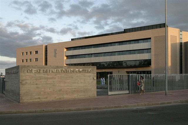 Detenidos cuatro familiares de la víctima en un juicio en Castellón tras intentar agredir al acusado