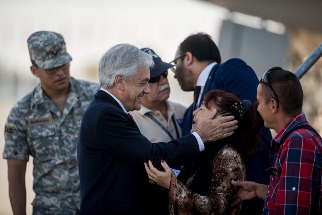 Piñera da la bienvenida a cerca de 100 chilenos repatriados desde Venezuela