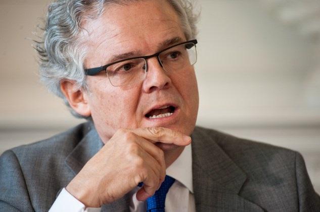 Albella alerta de que los españoles ahorran «sistemáticamente» menos, pero se endeudan más que en la Eurozona