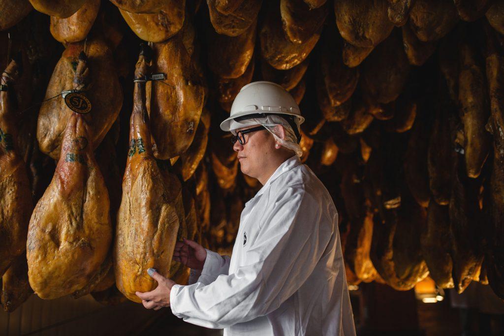 Cinco Jotas califica de «excelente» noticia el protocolo con China que le permite exportar jamón con hueso
