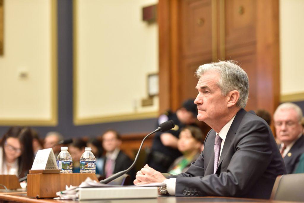 Powell (Fed) cambia el tono y anticipa menos subidas de tipos