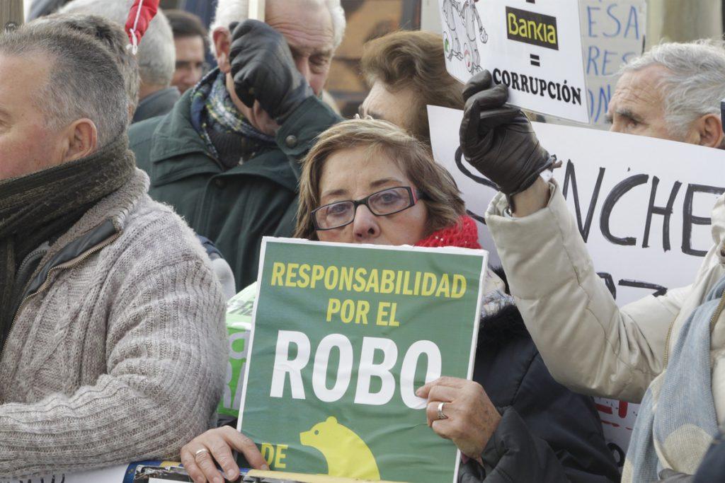El Congreso sentencia que las preferentes fueron «un claro engaño» que el Banco de España pudo impedir