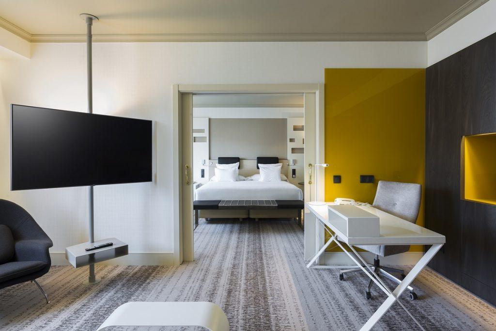 LG lidera el salto tecnológico del hotel Madrid Marriott con 900 televisores 4K y la integración pionera de Netflix