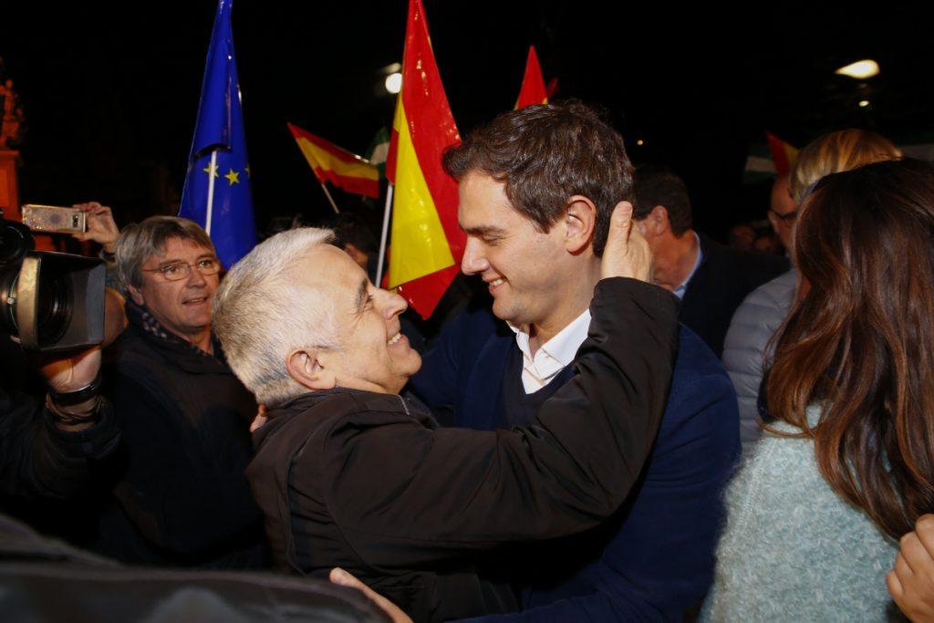 Rivera: «A Marín no le va a llamar nadie para no levantar alfombras» y a PSOE y PP sí por tener «mucha basura»