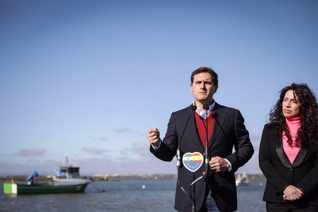 Rivera avisa de que «con la estelada no se come» y llama a trabajar para tener «una economía fuerte» en Cataluña