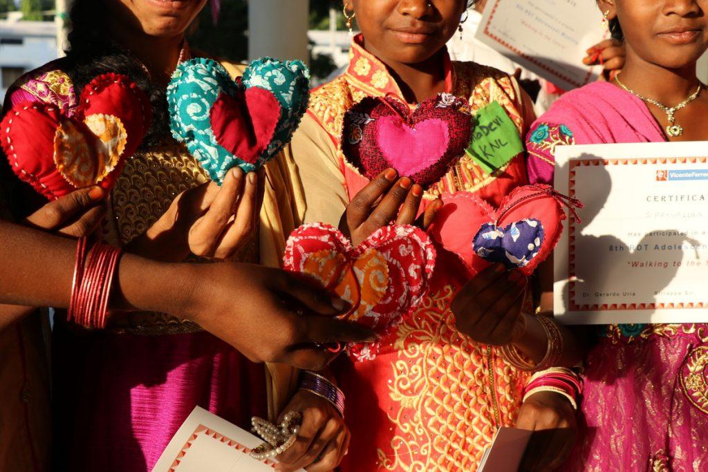 Ayudando a afrontar las necesidades emocionales de los niños con VIH en India