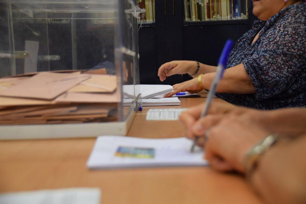 Abren las mesas electorales dispuestas para los comicios andaluces