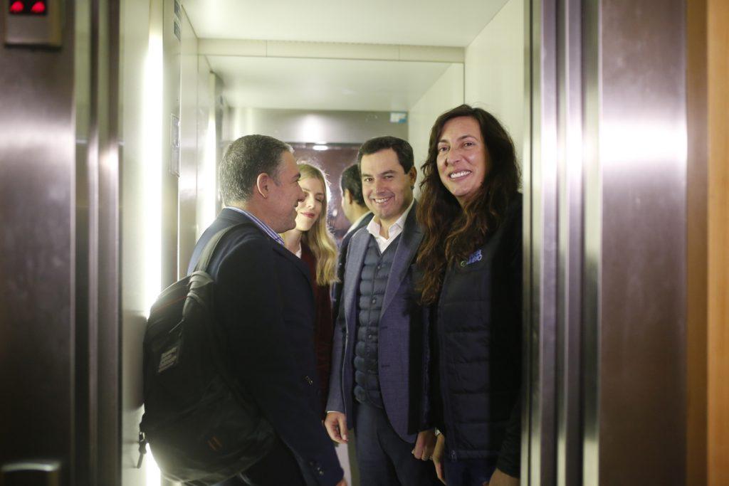 Moreno habla de «escenario posibilista, que puede dar pie a un cambio de gobierno», a su llegada a la sede del PP-A
