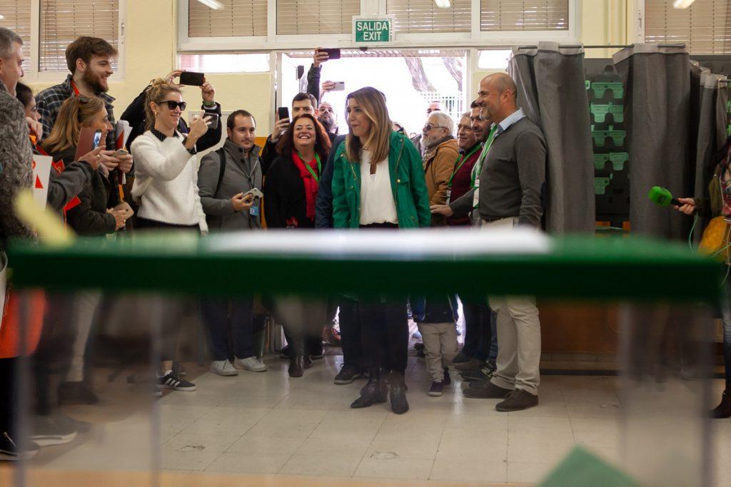 El PSOE-A denunciará ante la autoridad electoral insultos a Susana Díaz por representantes de VOX cuando iba a votar