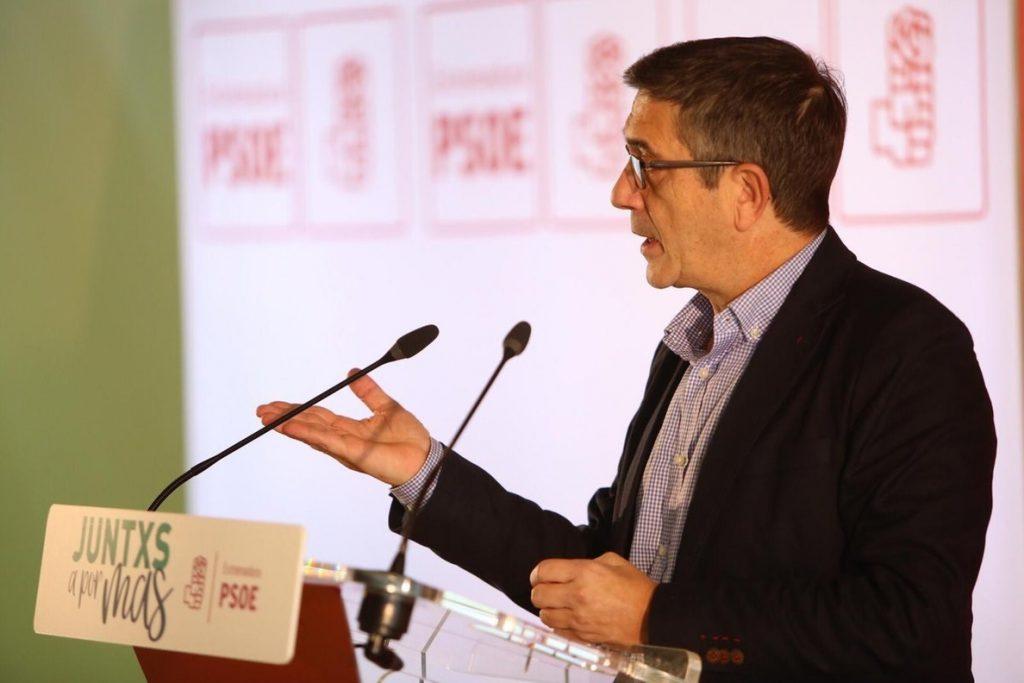 Patxi López afirma que el PSOE va a Cataluña «con una mano a defender la Constitución y con otra a hablar»
