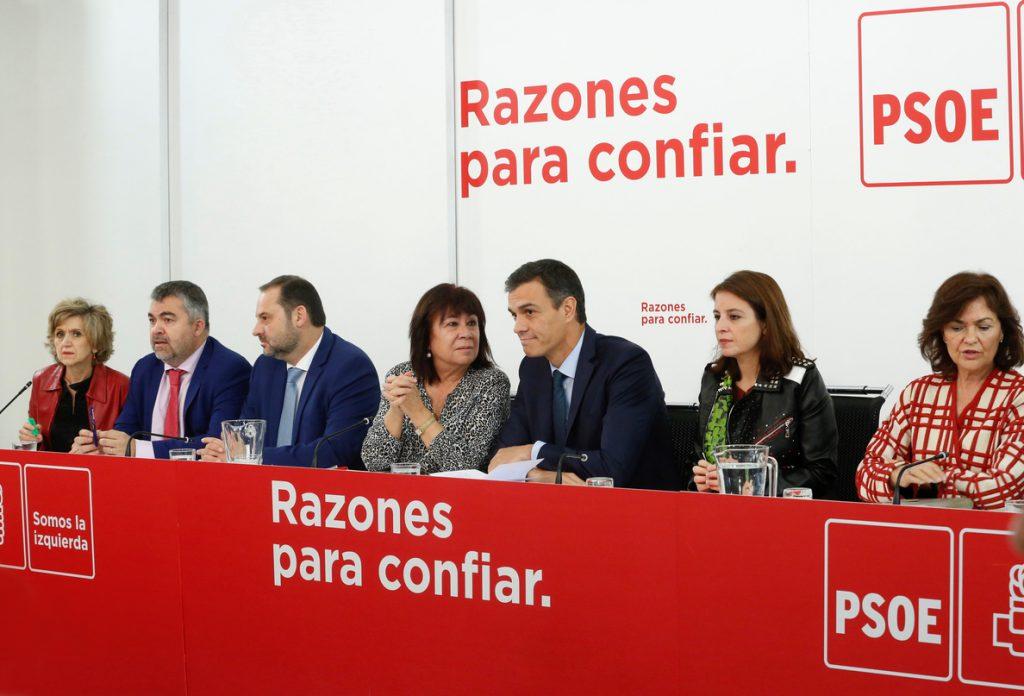 Pedro Sánchez sigue con su equipo desde Ferraz la noche electoral