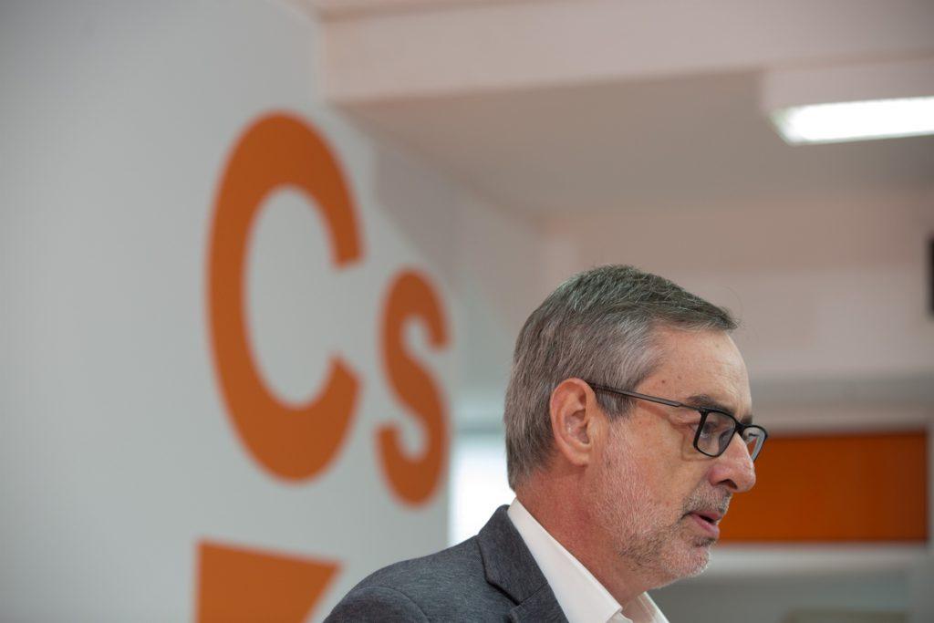 Cs pide al PSOE y al PP que «no bloqueen» un gobierno «limpio» de Cs para Andalucía