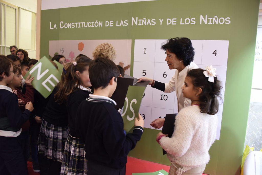 El Ministerio de Educación se llena de escolares para celebrar los 40 años de la Constitución