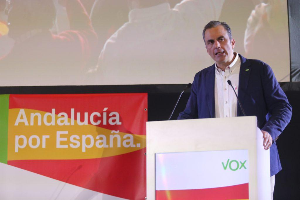El secretario general de Vox dice que espera llamadas del resto de partidos para negociar el Gobierno en Andalucía