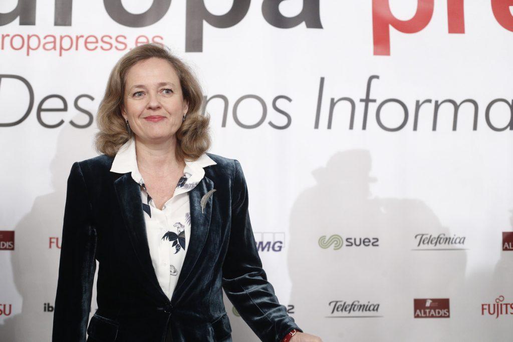Calviño dice que el ambiente de protestas en Francia «no es comparable» con la situación de España
