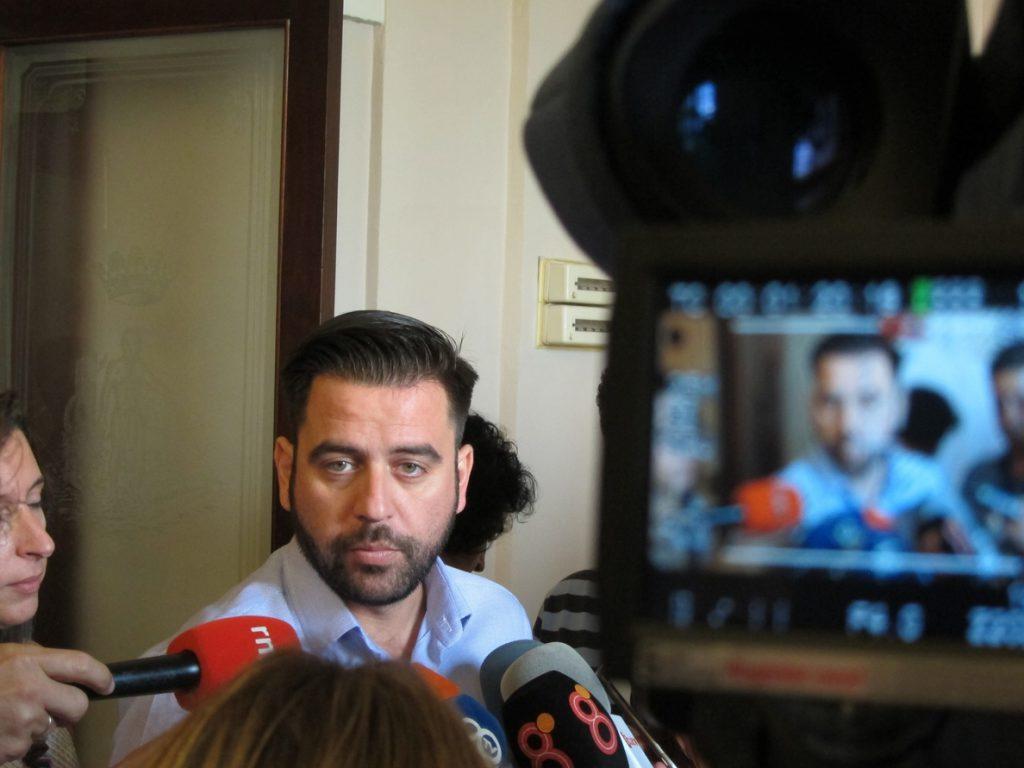 PSOE Cádiz lamenta los «actos vandálicos» y señala que «el fascismo se combate con la democracia»