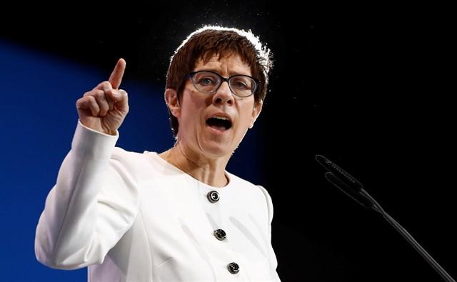 Kramp-Karrenbauer, sucesora de Angela Merkel como líder de la CDU