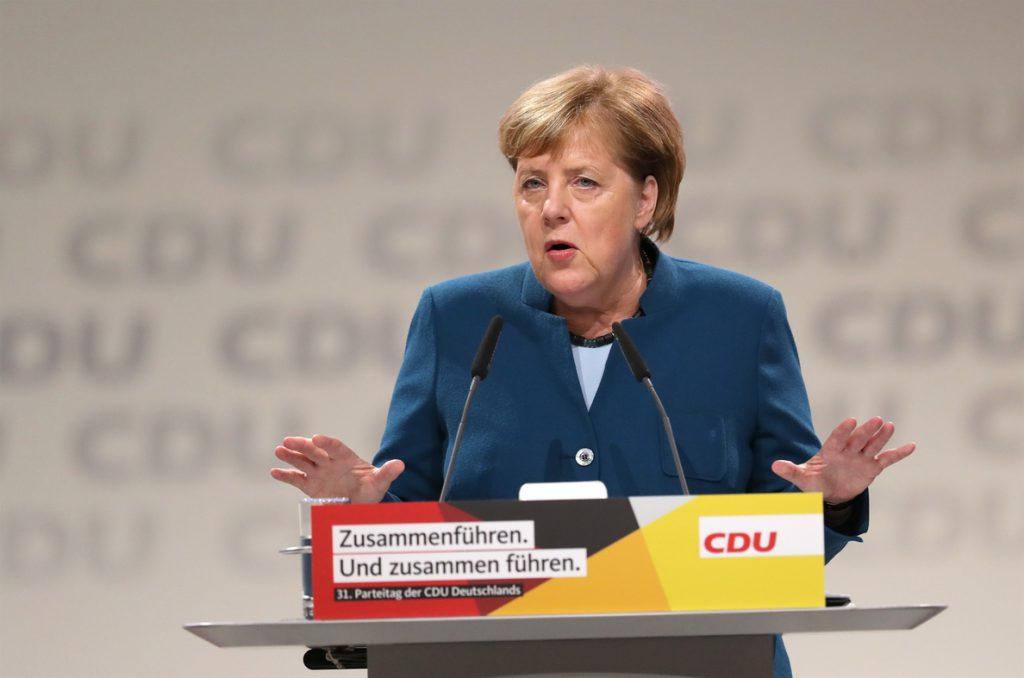 Merkel llama a su partido a la unidad antes de pasar el testigo al frente de la CDU