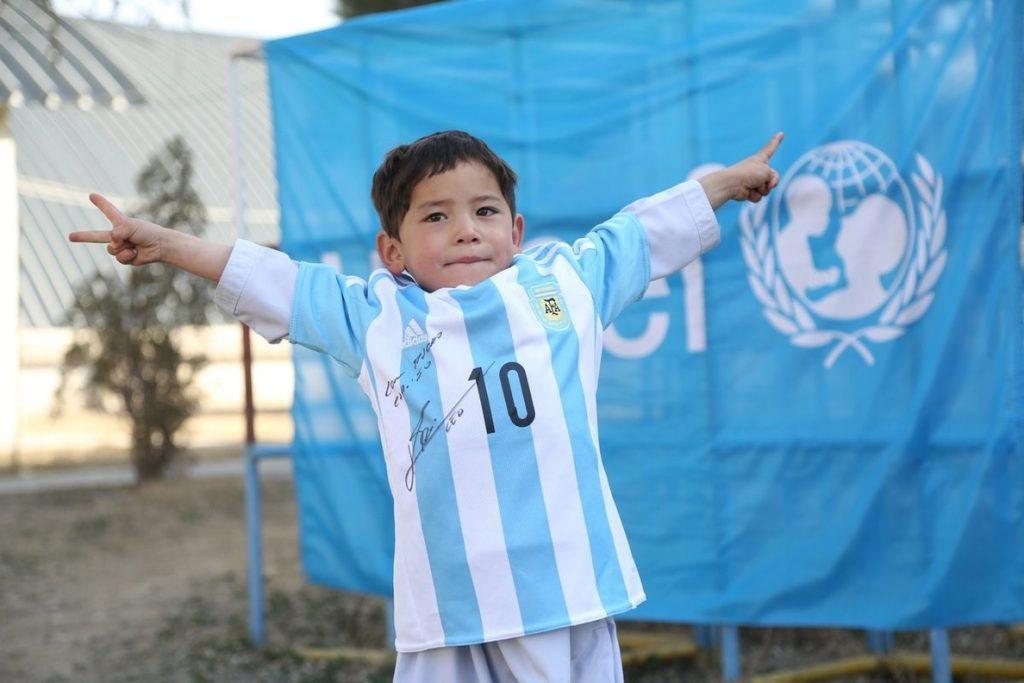 El pequeño «Messi» afgano se ve obligado a escapar de un ataque talibán