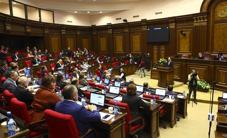 Abren los colegios electorales en las elecciones parlamentarias anticipadas de Armenia