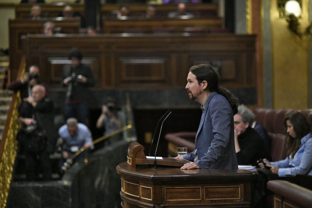Pablo Iglesias carga contra Casado y Rivera: «No creen en la Constitución y la convierten en un ladrillo para arrojarla»