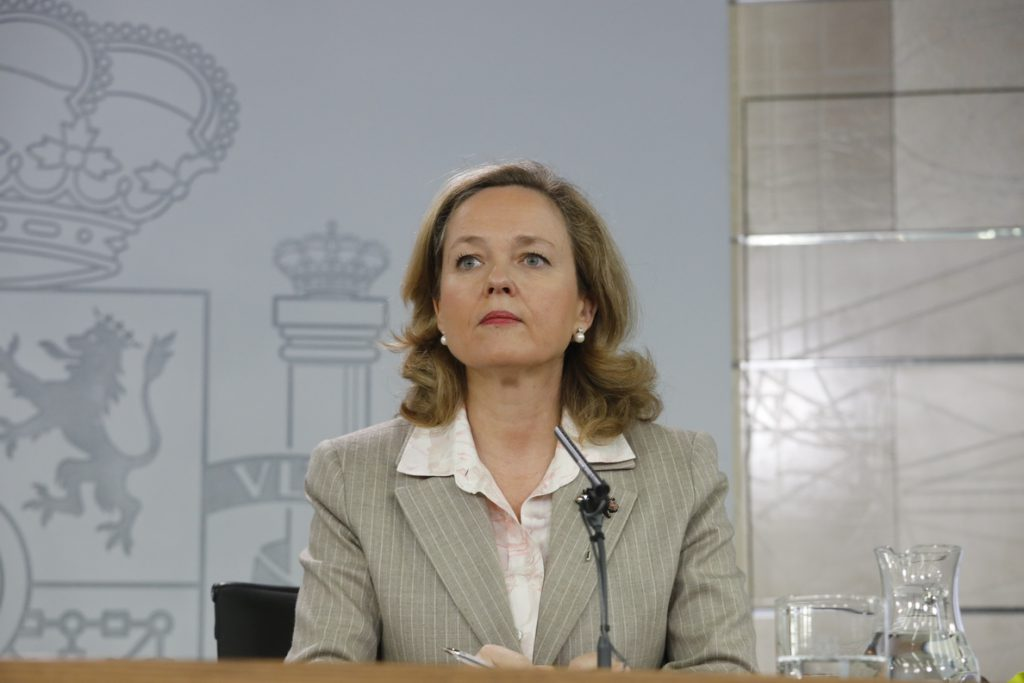 Calviño afirma que las previsiones del Banco de España están «en línea» con las del Gobierno