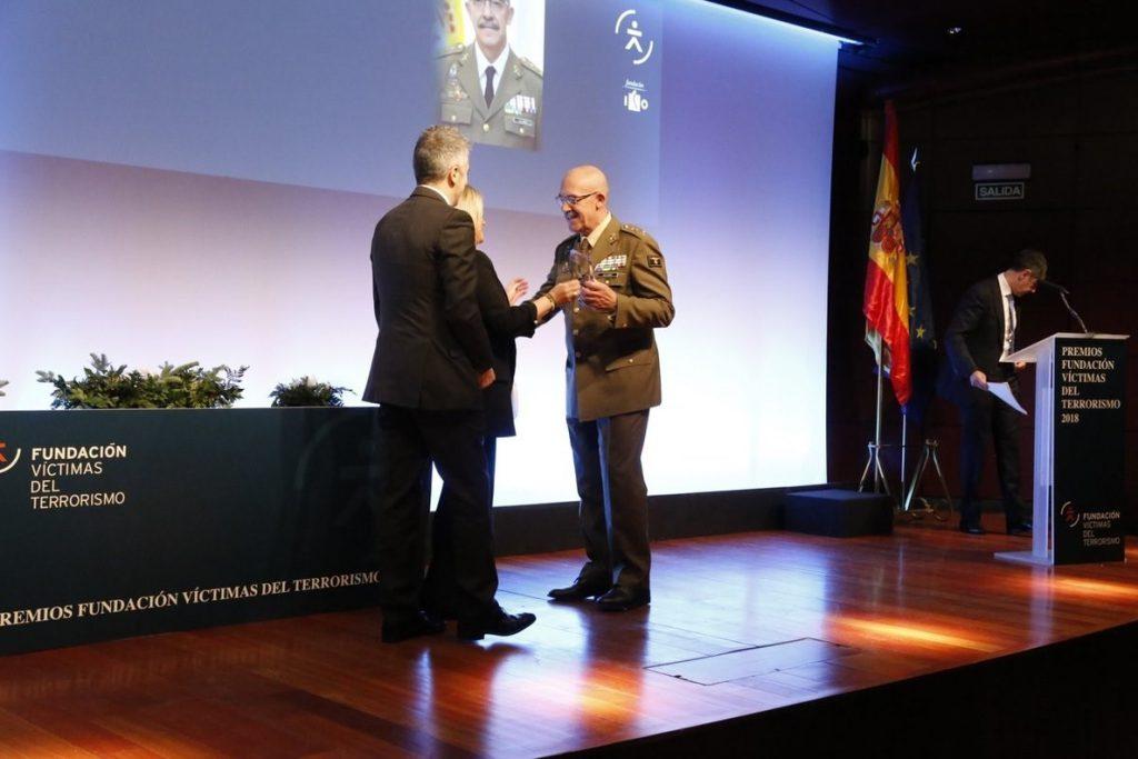 El Jemad recuerda el «compromiso de honor» con la Constitución al recoger el Premio Fundación Víctimas 2018