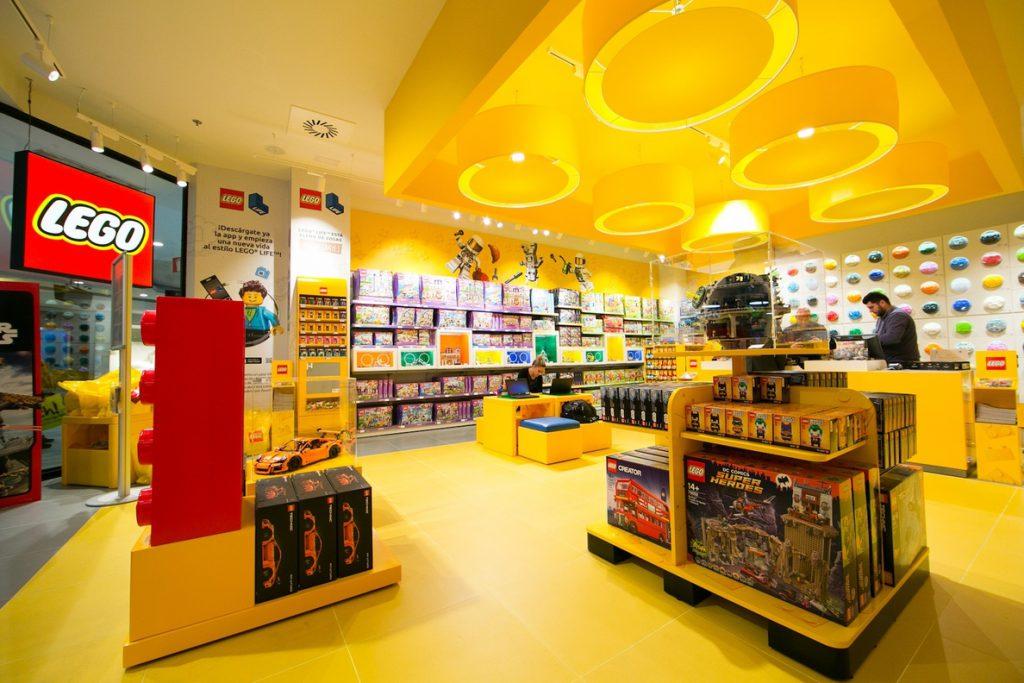 Lego se expande en España con la apertura de su segunda tienda en Barcelona