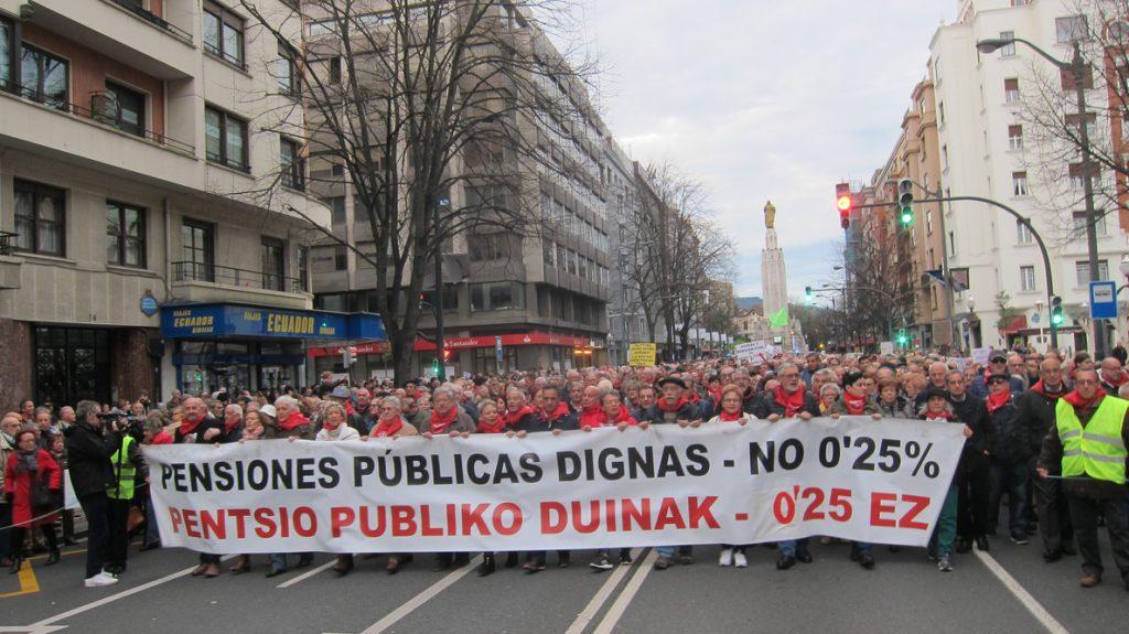 Miles de personas piden en Euskadi pensiones «dignas» y ven la falta de acuerdo presupuestario «una oportunidad perdida»