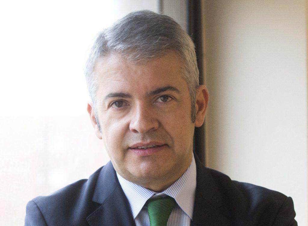 Dia ficha al exdirector de Comunicación de la CEOE Javier García de la Vega