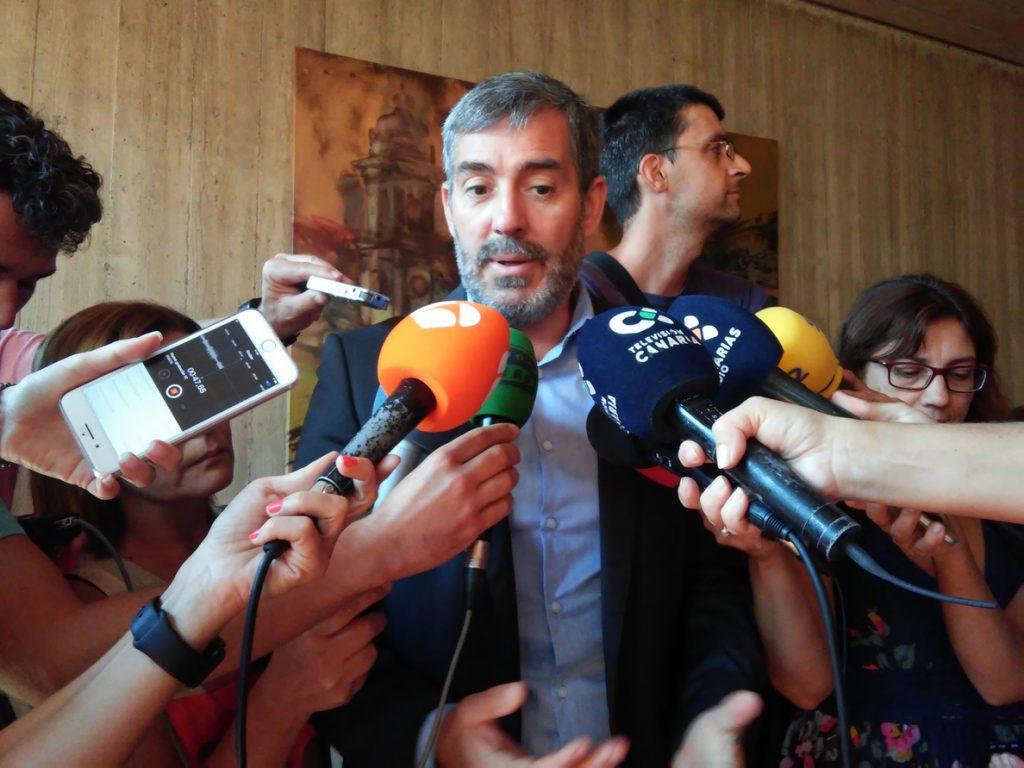 Gobierno, empresarios y sindicatos de Canarias acusan al Ejecutivo de Sánchez de «deslealtad» con las islas
