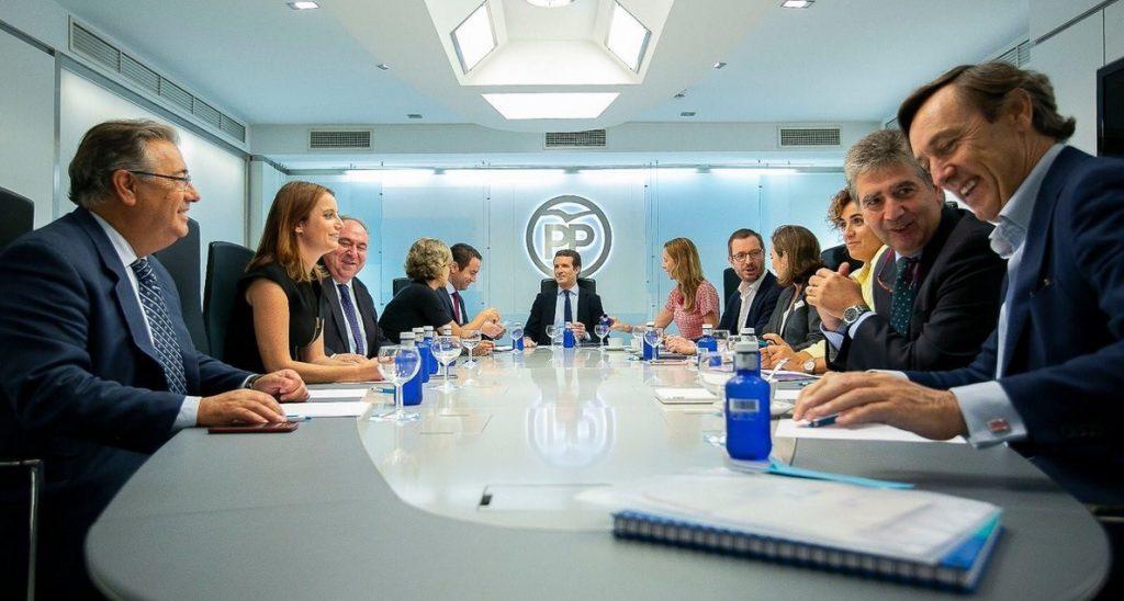 La dirección del PP ha tratado con Fernández Díaz y Cosidó su relación con la 'Kitchen' y actuará si hay certezas