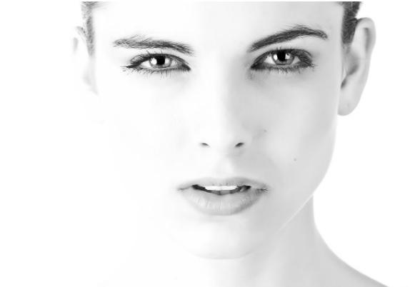 Un laboratorio español crea un Serum Facial antiedad con ácido hialurónico y factores de crecimiento
