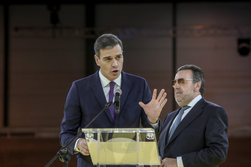 Pedro Sánchez se unió a la copa de Navidad de los parlamentarios socialistas para agradecerles su labor