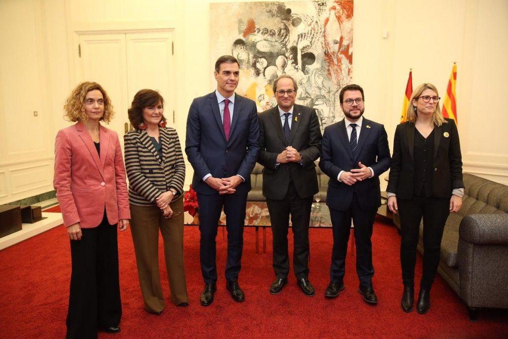 Sánchez, Torra, Batet, Calvo, Aragonès y Artadi posan juntos en el Palau de Pedralbes