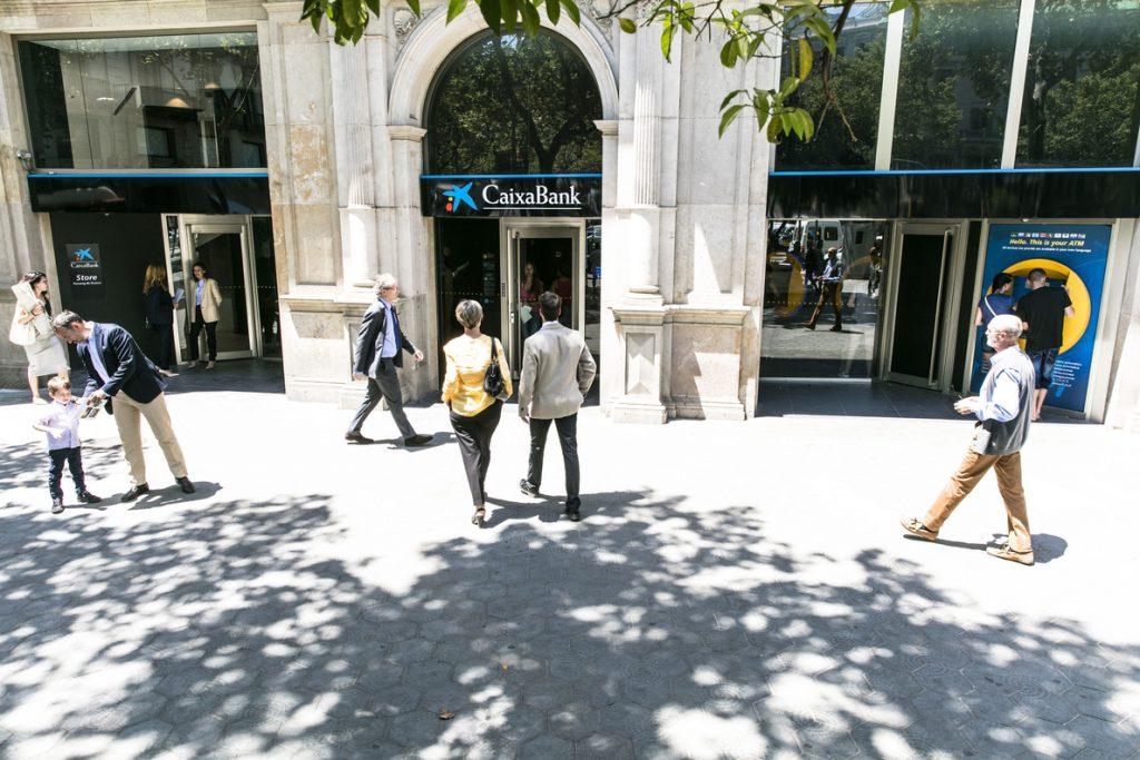 Sindicatos calculan que el cierre de oficinas de CaixaBank podría afectar a alrededor de 2.000 empleados