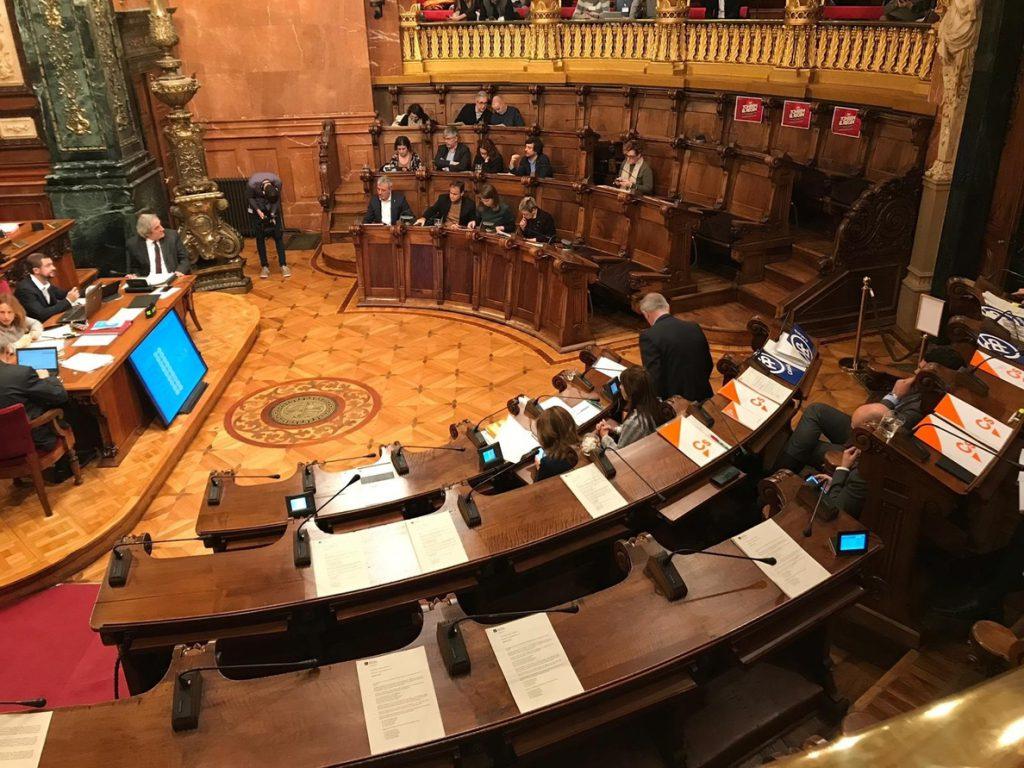 El pleno de Barcelona insta a Torra a descartar la vía eslovena para conseguir la independencia