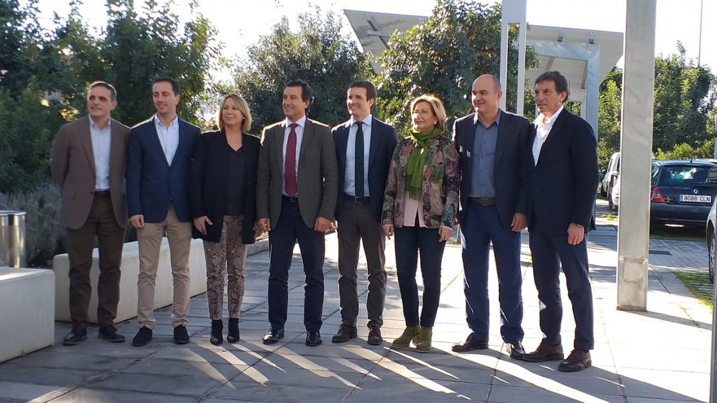 Casado acusa a Sánchez de «traición a España» por negociar con Torra «la ruptura de la soberanía nacional»