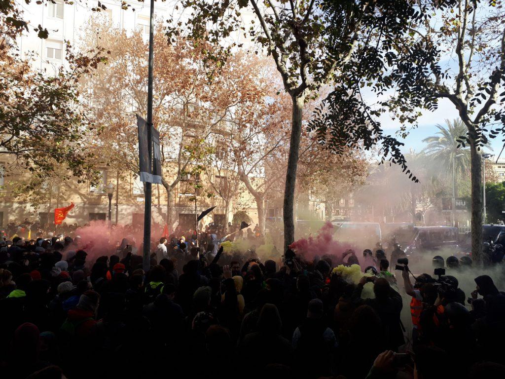 Celaá pide calma a los manifestantes contra el Consejo de Ministros en Barcelona y condena cualquier incidente violento