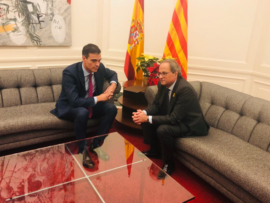 El Gobierno se fotografía en Barcelona con flores rojas y amarillas emulando la bandera de España