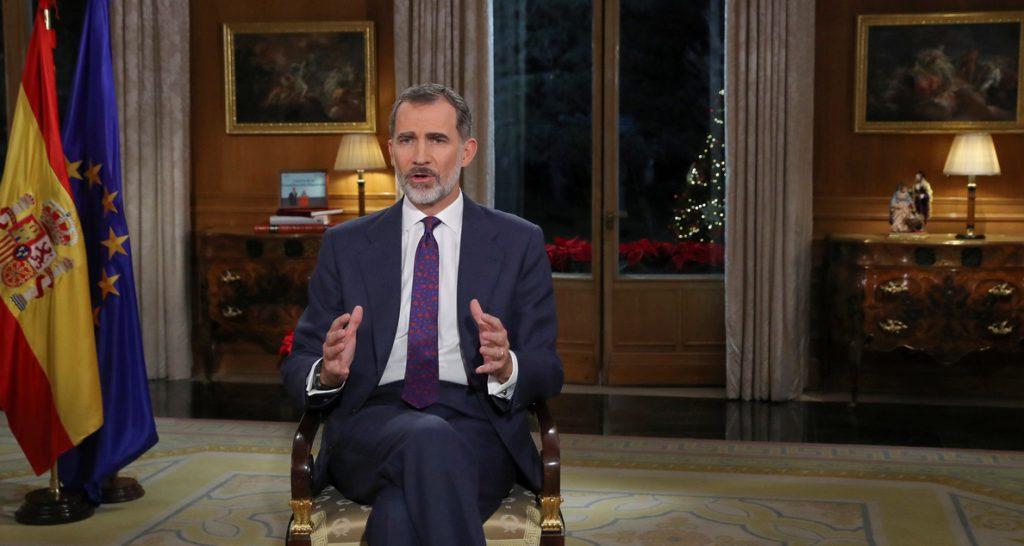 El Rey pronuncia su discurso navideño junto a una foto de la Princesa de Asturias leyendo la Constitución