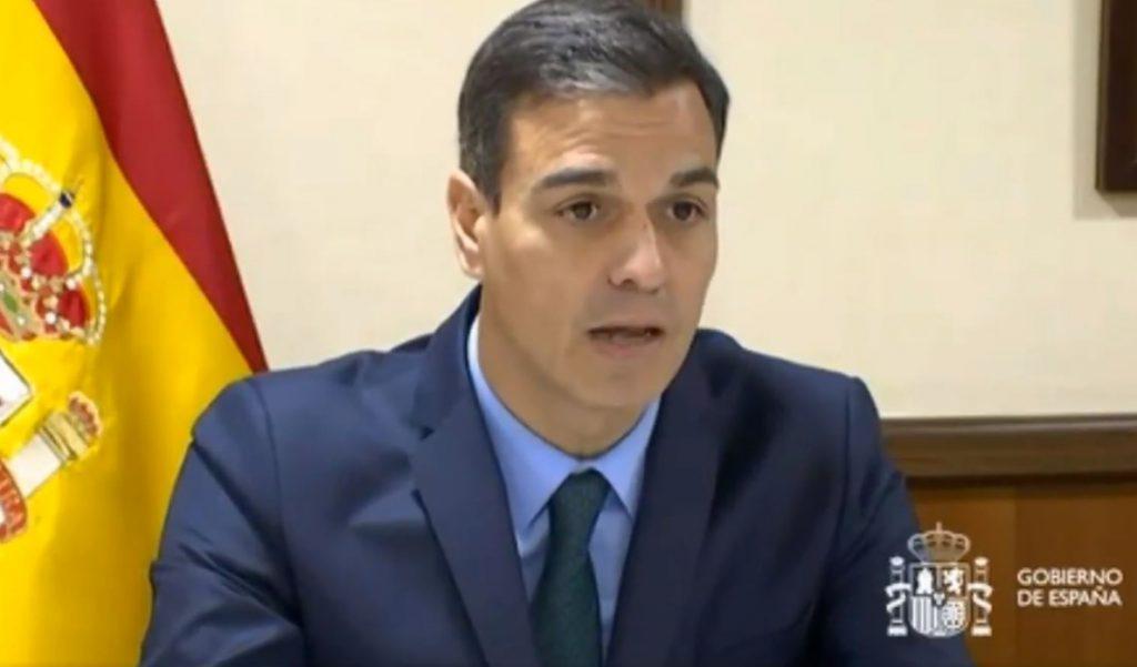 Sánchez felicita a las tropas en el exterior su trabajo por la paz y destaca el papel de las mujeres en el Ejército