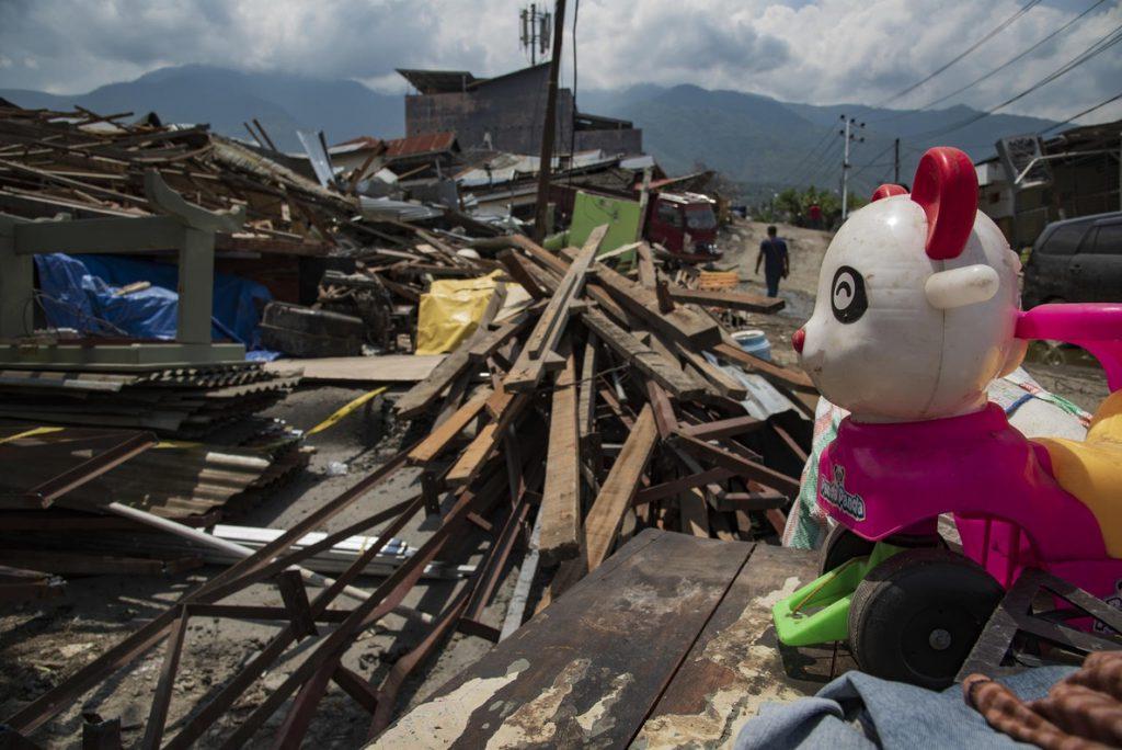 Aumenta a 281 el número de víctimas mortales por el tsunami en Indonesia